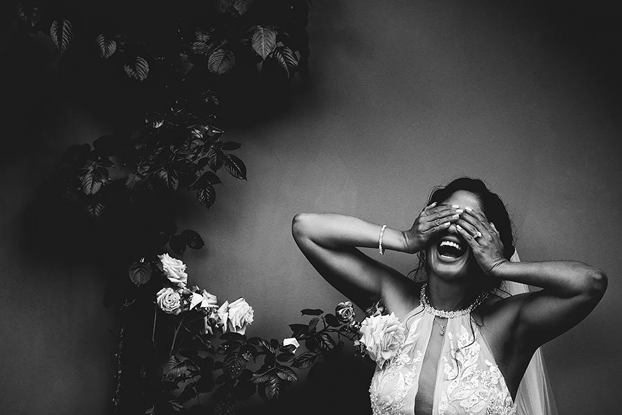 016 wedding candid moment