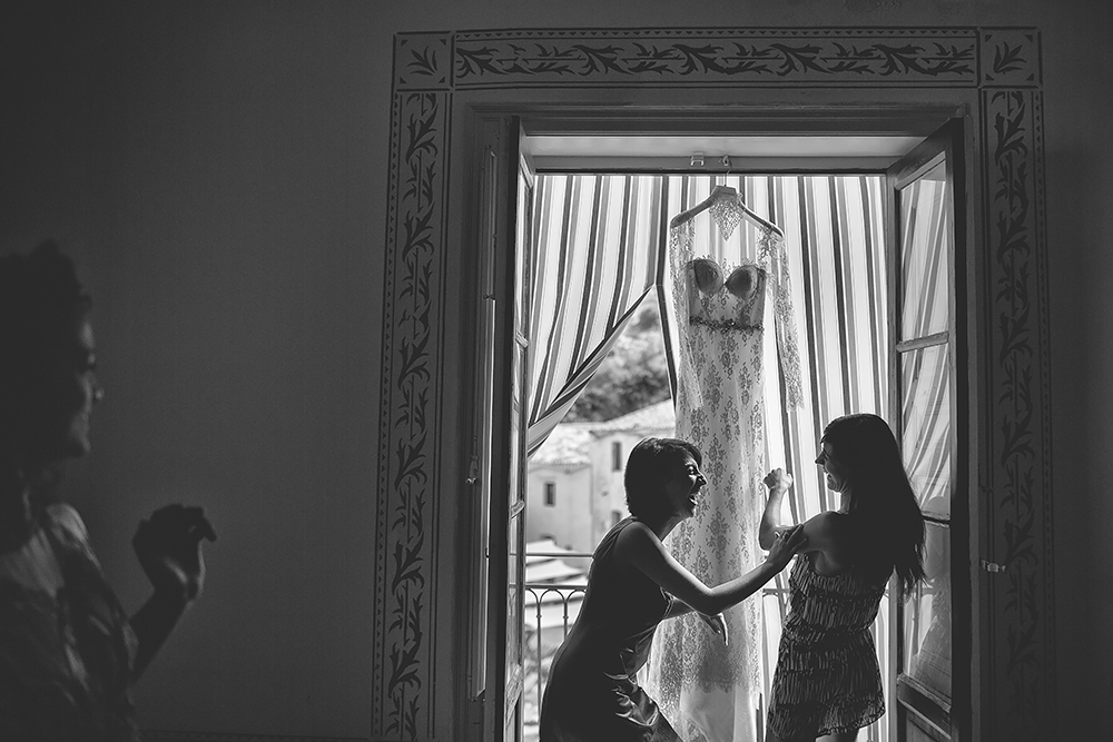 025 GETTING READY WEDDING PHOTOGRAPHER IN SICILY
